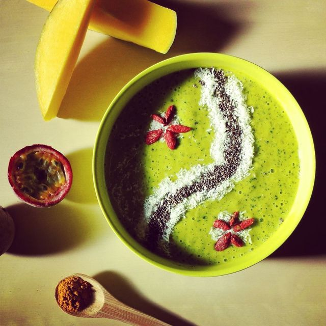 green monster smoothie bowl